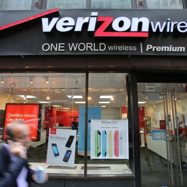 Verizon To Drop iPhone From Service After Apple Refuses To Give Out iPads For Entitled Man-Children