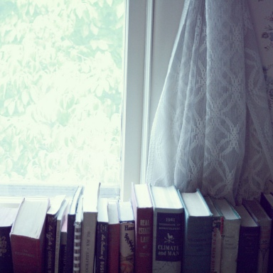 Why Mothers Should Read To Their Daughters