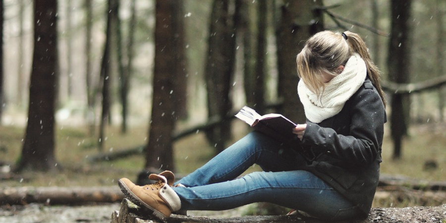 13 Ways A Guy Can Love A Girl Who Loves Books