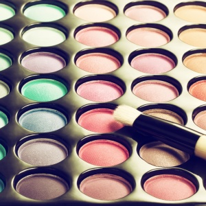 4 Reasons You Should Stop Wearing Makeup Right Now