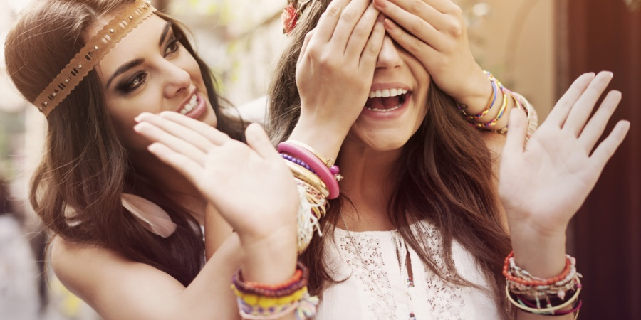 14 Benefits Of Having A Super Outgoing Friend When You're The AwkwardIntrovert