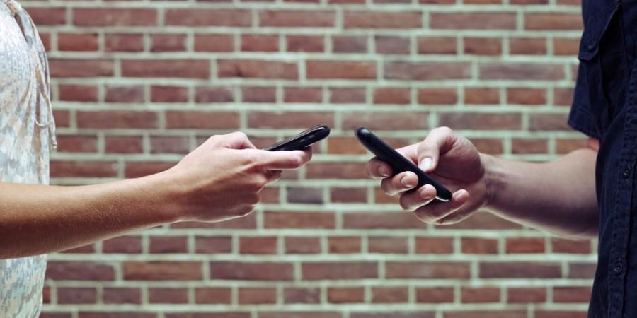 Ladies, Here's A Breakdown Of When To Panic Over Your Boyfriend's SocialMedia