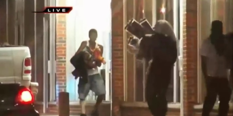 Ferguson, MO Residents Rioted And Looted Last Night To Protest Mike Brown'sDeath