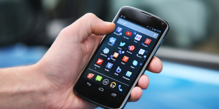 I've Never Owned A Smartphone — Here Are 3 Things I'veLearned