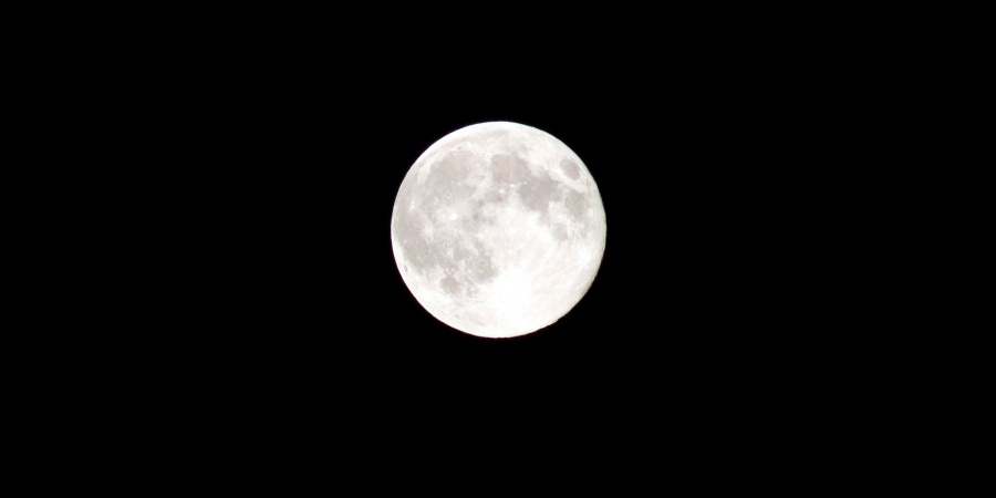 5 Reasons You Should Be Freaking Excited About The Supermoon ThisTuesday