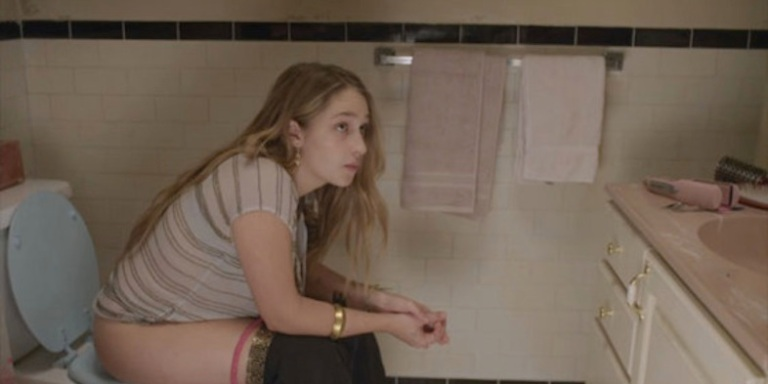 9 Gross Things All Girls Do (But Love To Pretend They Don'tDo)