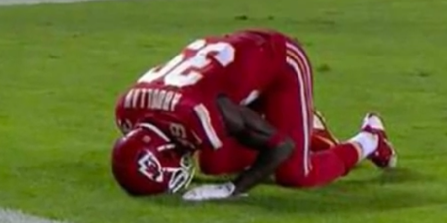 A NFL Referee Penalized Husain Abdullah For Praying During HisCelebration