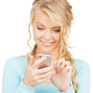 I Secretly Check My Man's Phone And Science Says Other People Do It Too