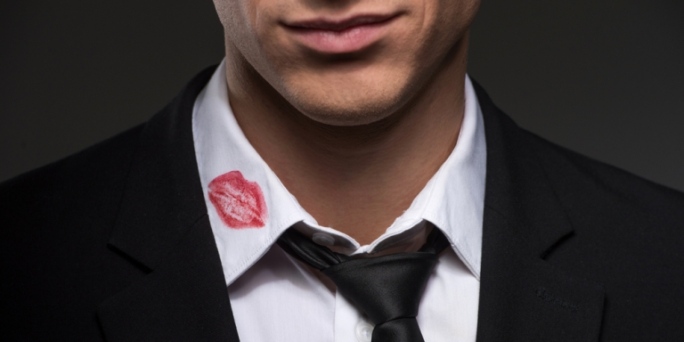 10 Tell-Tale Signs He's Cheating OnYou