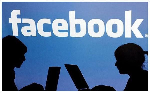 7 Subtle Ways Facebook Is Destroying YourRelationship