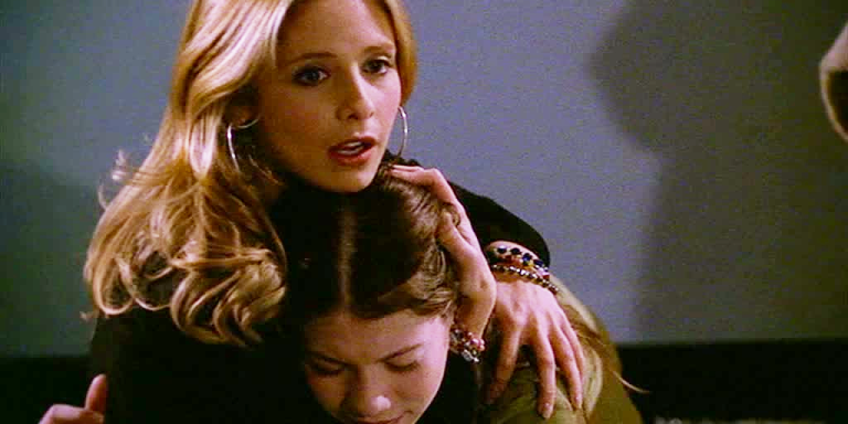 13 Pivotal Life Lessons Your Big Sister Teaches You (Without EvenTrying)