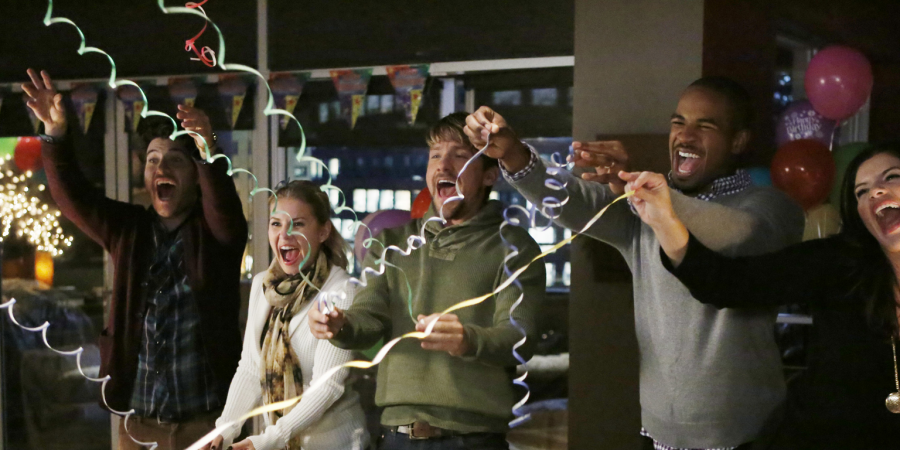 'Happy Endings' Is Back On OurTelevisions!
