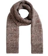 Stella McCartney's chunky knit scarf / Stella McCartney.