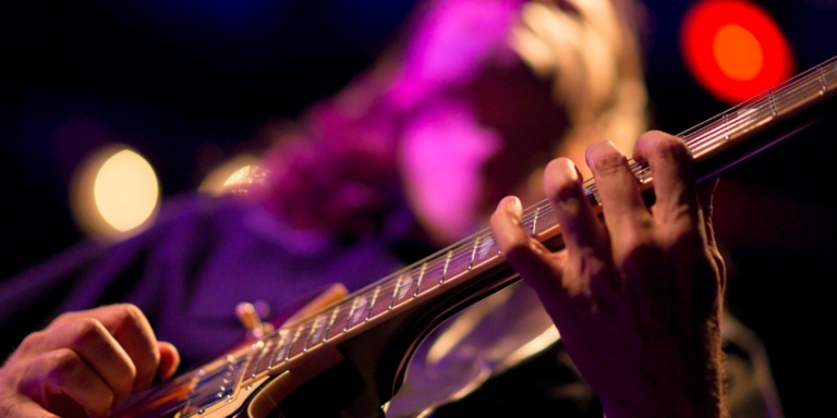 A Guide To Music Crowdfunding: Fans WithBenefits