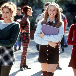 4 Theories Why The '90s Are Back Now