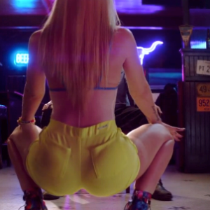Watch Iggy Azalea Shake Her Ass So Hard That She Rips Her Pants