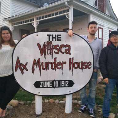 """Ghost Hunter Inexplicably Stabs Himself At Iowa """"Axe Murder House"""" Right After TC Crew Leaves"""
