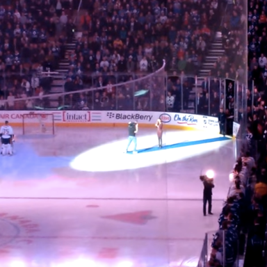 Very Cool: Canadian Hockey Crowd Finishes The American National Anthem After Mic Goes Out