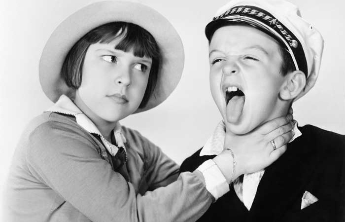 10 Signs You're in A Love-Hate Relationship With Your YoungerSibling