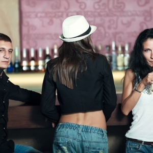 10 People You Will Find At Any Bar