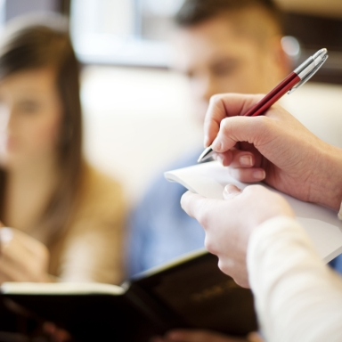 6 Signs You Work In The Restaurant Industry