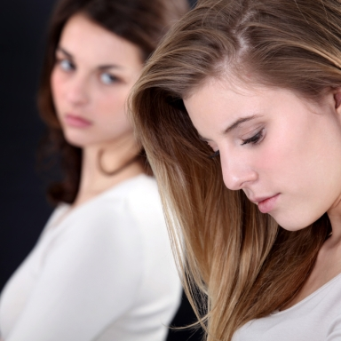 4 Signs That It's Time To Cut A Best Friend Loose
