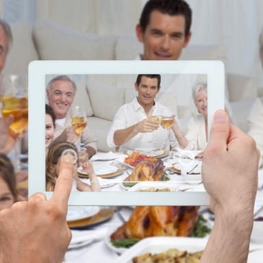 5 Types Of People At Every Thanksgiving Dinner