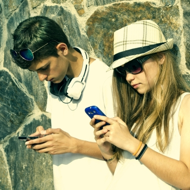 15 Signs You Are Addicted To Your Phone