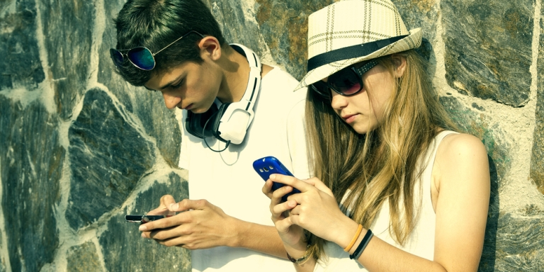 15 Signs You Are Addicted To YourPhone