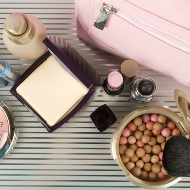 5 Things Lurking In Your Makeup Bag That Might Be Causing An Allergic Reaction On Your Face
