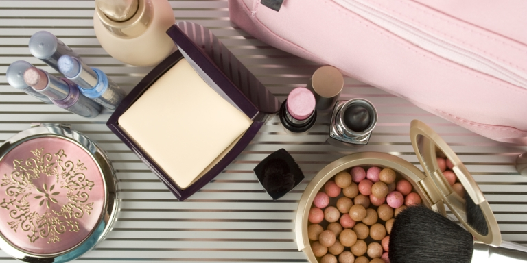 5 Things Lurking In Your Makeup Bag That Might Be Causing An Allergic Reaction On YourFace