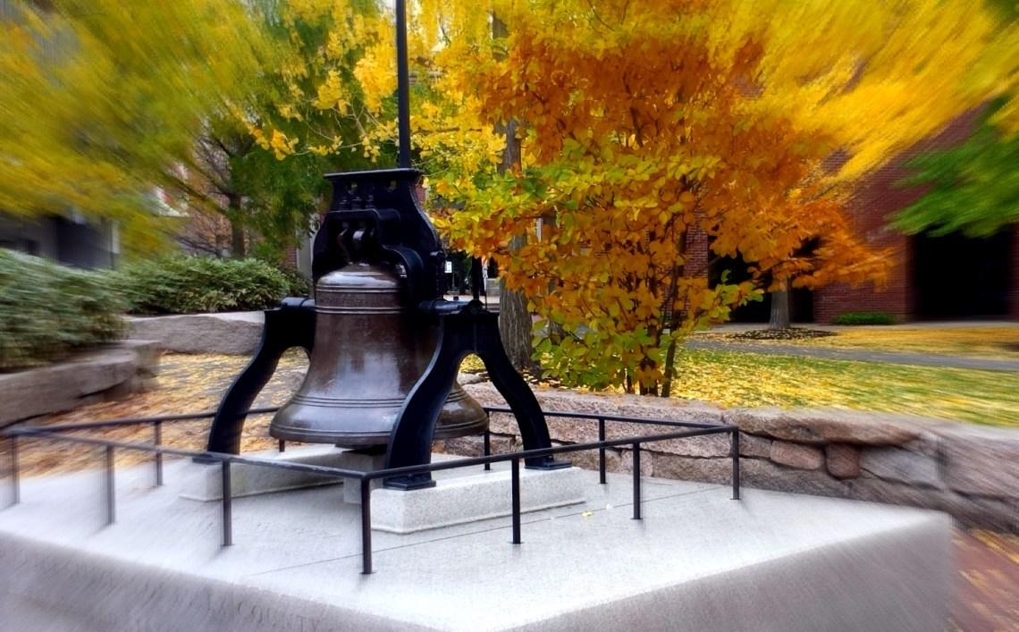 Lingering autumn leaves at Salem's war memorial. Photo: Porter Anderson