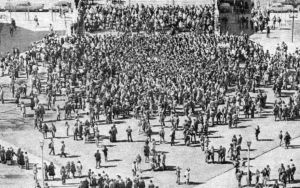 mid-march 74 crowd to see streakers