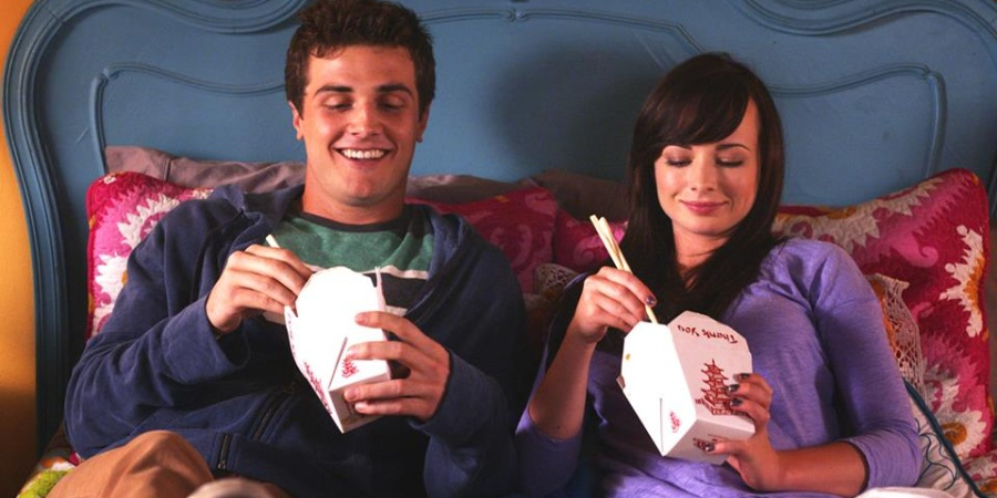 The 9 Unavoidable Stages of Being Super Into Someone AlreadyTaken