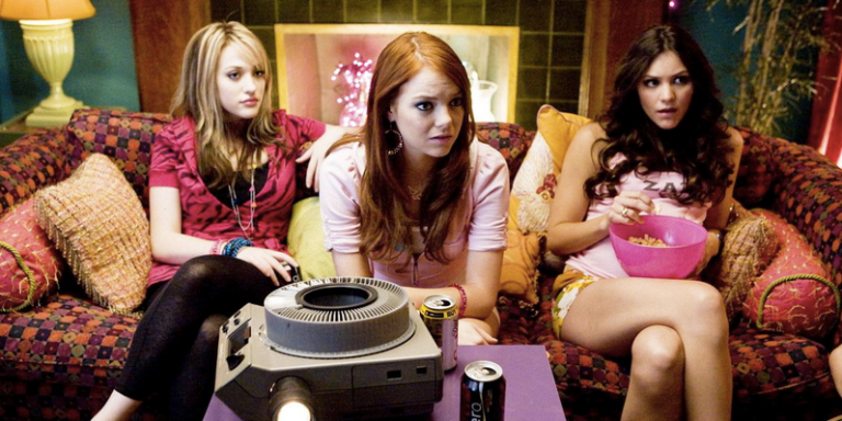 13 Conversations Every Girl Has With Her CollegeRoommates