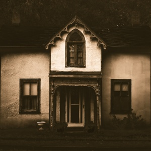 Weird Things Used To Happen In My Childhood House — I Honestly Believe It Was Haunted