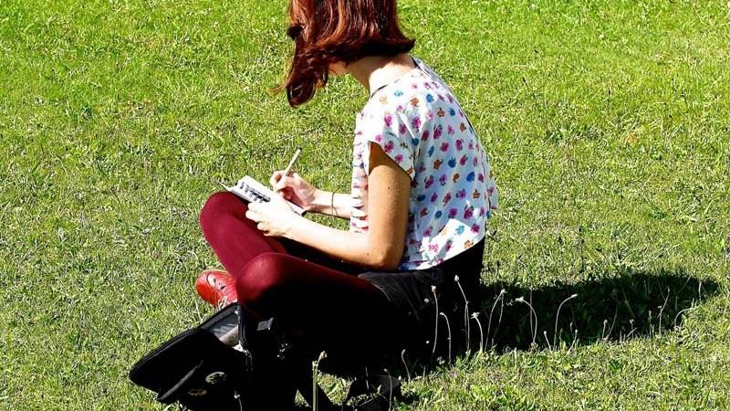 5 Reasons You Should Date AWriter