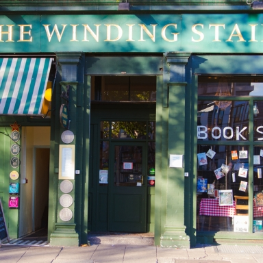 7 Reasons To Get In A Serious Relationship With Your Local Bookstore