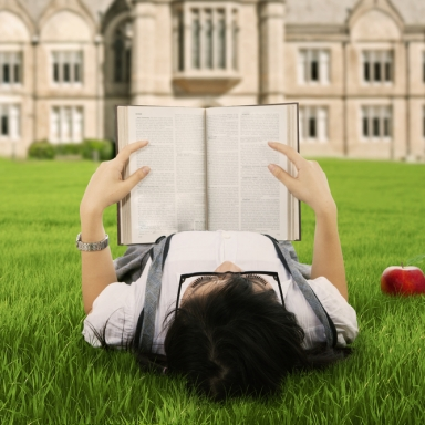 5 Ways To Survive Your Freshman Year Of College