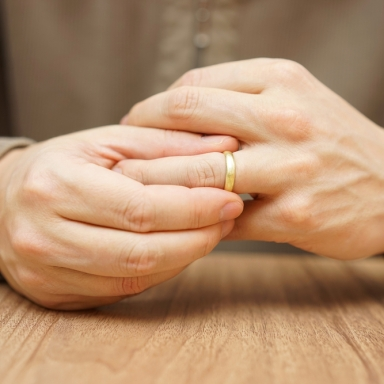 10 Reasons To Never Get Involved With A Married Man