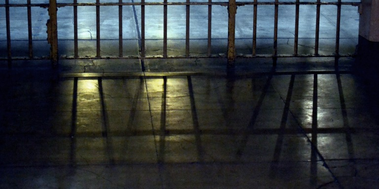 17 Prison Guards Share Insane, Terrifying, & Disgusting Stories Of Life Behind Bars(NSFW)