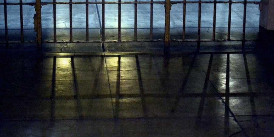 17 Prison Guards Share Insane, Terrifying, & Disgusting Stories Of Life Behind Bars (NSFW)