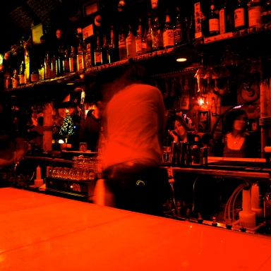 10 Bartenders Reveal How They Can Tell You're Easy