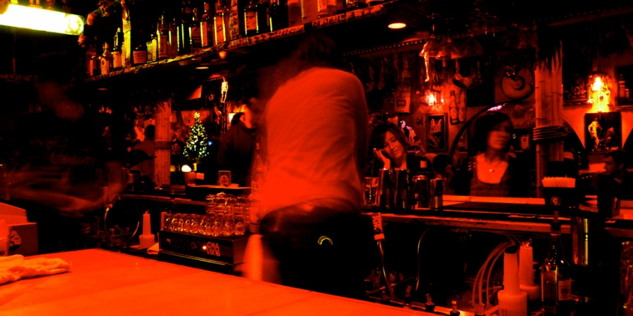 10 Bartenders Reveal How They Can Tell You'reEasy