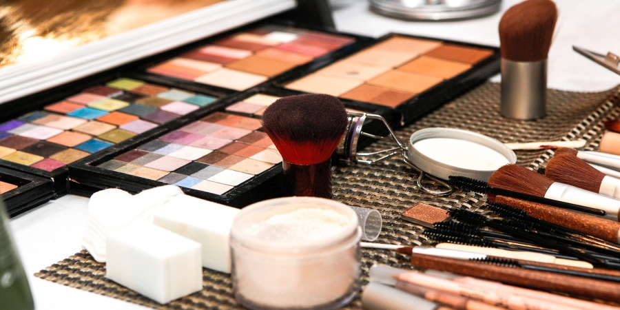 The Problem With Makeup: Why Girls Don't Have To Wear It All TheTime