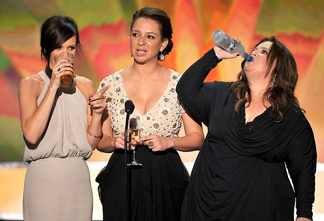 12 Stages Of Getting Drunk With Your Best Friends