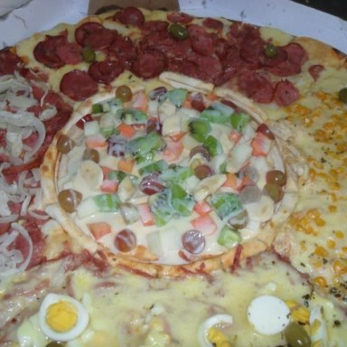 25 Horrifying Photos Of The Pizza They Must Serve In Hell