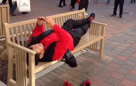 21 Hilarious Photos That Accurately Sum Up Men At ShoppingMalls