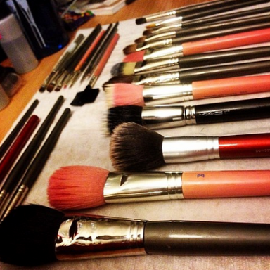 Helpful Tips On Cleaning Out Your Gross Makeup Bag (Plus How To Clean Your Brushes!)