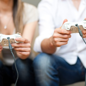 11 Unexpected Reasons You Should Absolutely Date A Gamer